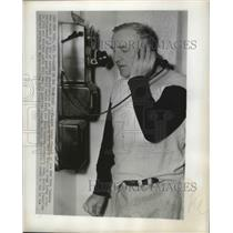 1951 Press Photo NY Yankees mgr. Casey Stengel after game postponement