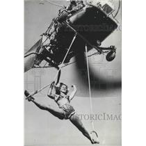 1950 Press Photo Helicopter Stunt at Air Carnival in Birmingham, Alabama