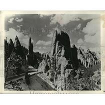 1953 Press Photo Needles Highway in Rugged Nature of South Dakota's Black Hills