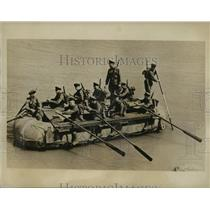 1940 Press Photo Soviet Russian Soldiers Rowing Collapsible Boat - lfx06104