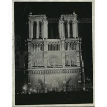 1930 Press Photo Cathedral of Notre Dame Illuminated by Floodlights in Paris