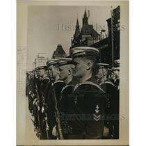 1955 Press Photo Russia Dispatches Mobilizing Troops & Fleet Purpose Undisclosed