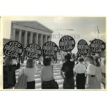 1992 Press Photo Abortion - Demonstrators picket with Keep Abortion Legal signs.