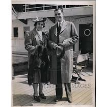 1939 Press Photo New York Mr. & Mrs. William Chisholm on Liner Santa Paula NYC