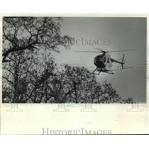 1983 Press Photo Helicopter Sprays Bacillus Thuringlensis Insecticide