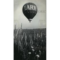 1975 Press Photo Bob Sparks' balloon liftoff before crossing Lake Michigan