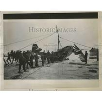 1938 Press Photo workers retrieving plane wreck from Lake Erie - nef64843