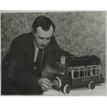1922 Press Photo Mr Arrighi With Perfect Model Motor Omnibus He Constructed