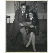 1945 Press Photo Ira Mosher and Helen Jacobs - nef65326
