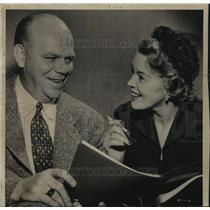 1958 Press Photo Lloyd Larson Chatting with Fran Allison Before Blueprint T.V.