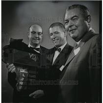 1963 Press Photo Morgan Byers Awarded Distinguished Service Plaque by the WSA