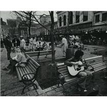 1981 Press Photo A Park outside of Boston's Faneuil Hall Draws Mixed Crowds