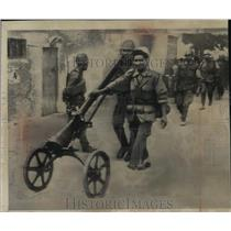 1963 Press Photo Algerian Government Troops Wheel Soviet Made Gun - mja59361