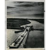 1948 Press Photo Barges Pass Through Fort Loudoun Lock, Tennessee - mja61347