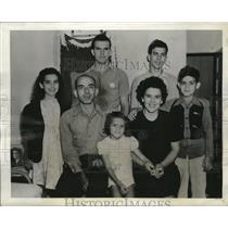 1942 Press Photo Julio De Castro, Rose Marie, Mr. De Castro, Loretta May,