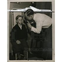 1935 Press Photo Dr. Paul G. Moore, Robert Powers at City Hospital - neo07858