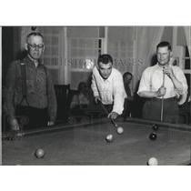 1938 Press Photo Men playing billiards, Edgecliff - spa52137