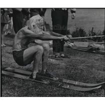 1953 Press Photo Thomas J. Brown, 84, distance bicyclist, tried new travel form