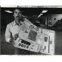 1982 Press Photo Chip Erwin President of Midwest Mircolites Inc. - mja64690
