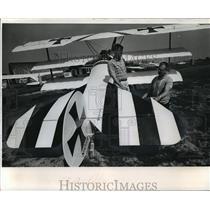 1986 Press Photo Exact copy of a German World War I Fokker triplane inspected