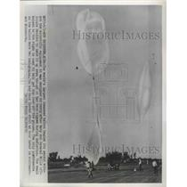 1952 Press Photo World's largest unnamed U.S Navy balloon begins its ascent