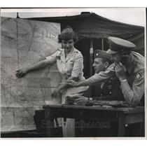 1953 Press Photo Three civil air patrol cadets practices tracing downed aircraft