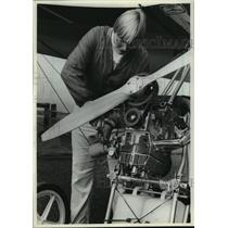 1982 Press Photo McDonough Making Minor Repairs on Glider by Superior, Wisconsin