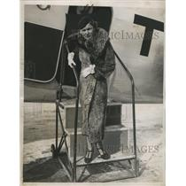 1936 Press Photo Marcelle Edwards Manville at Newark, NJ Airport after return