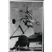 1985 Press Photo Bill Adams Air Show, General Mitchell Field, Donald DeBaker