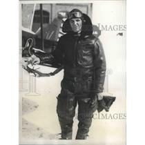 1934 Press Photo Lieutenant G.P. Woody Shown at Newark New Jersey Airport