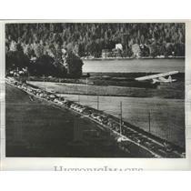 1956 Press Photo Swedish Autoists Keeps Eye Peeled for Suspicious Billborads