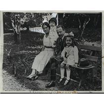 1933 Press Photo Dr. Engelbert Dolffuss, Austrian Chancellor, and Family