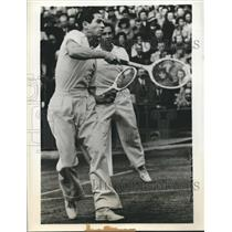 1939 Press Photo Bobby Riggs, Elwood Cooke of US, win Men's Doubles at Wimbledon