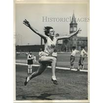 1931 Press Photo Anne O'Brien, former Olympian, trains for Track Championships