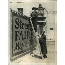 1923 Press Photo New York Mrs Gordon Abbott, Dorothy Stewart on Park Ave NYC