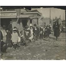 1923 Press Photo German Children on their way home after being Fed - nef68069