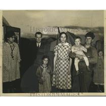 1938 Press Photo Public Health Baby Clinic Trailer Families, Arvin, California
