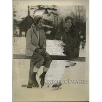 1928 Press Photo Elenaor Thiba, Elizabeth Pell wintersports Lake Placid Club, NY