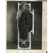 1929 Press Photo Adele Rinkel, Showing 18th Century Made Shawl Made in Germamy