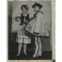 1929 Press Photo Bernice Jablonski & Myron Nowacki, Polish, At All Nations Exp.