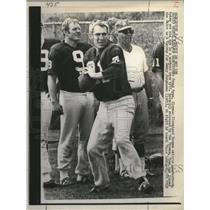 1969 Press Photo Frank Ryan Cleveland Browns QB with Sonny Jurgensen - neo12780