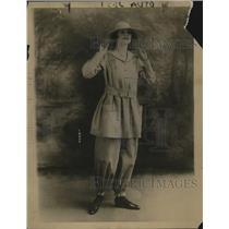 1918 Press Photo Gentlewoman farmer outfit in blue poplin - neo17156