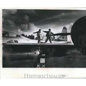 1968 Press Photo Kenneth and James Rehfeldt at Air Museum in Franklin, Wisconsin