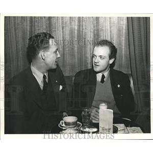 1940 Press Photo Bill Lewis and actor Van Heflin - sbx06169