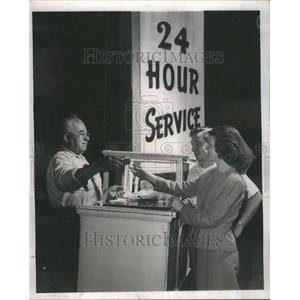 1947 Press Photo 24 Hour Hot Dog Stand Frankfurters - RRU70621