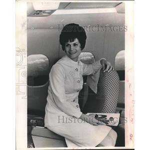 "1971 Press Photo Margaret Kincaid, ""Avant"" Director and Airline Stewardess"