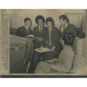 1973 Press Photo William Flores Miss Bobbie Ash Center- RSA05861
