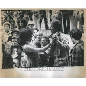 1975 Press Photo Free Street Theater Dance Spectator - RRU86291