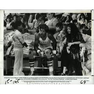 1975 Press Photo James Bond III Julius Erving Moses - RRX67843