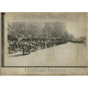 1974 Press Photo Motorcycle Escort Member Funeral - RRU84019